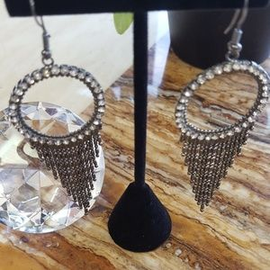 Jewelry - Dangling hoop earring